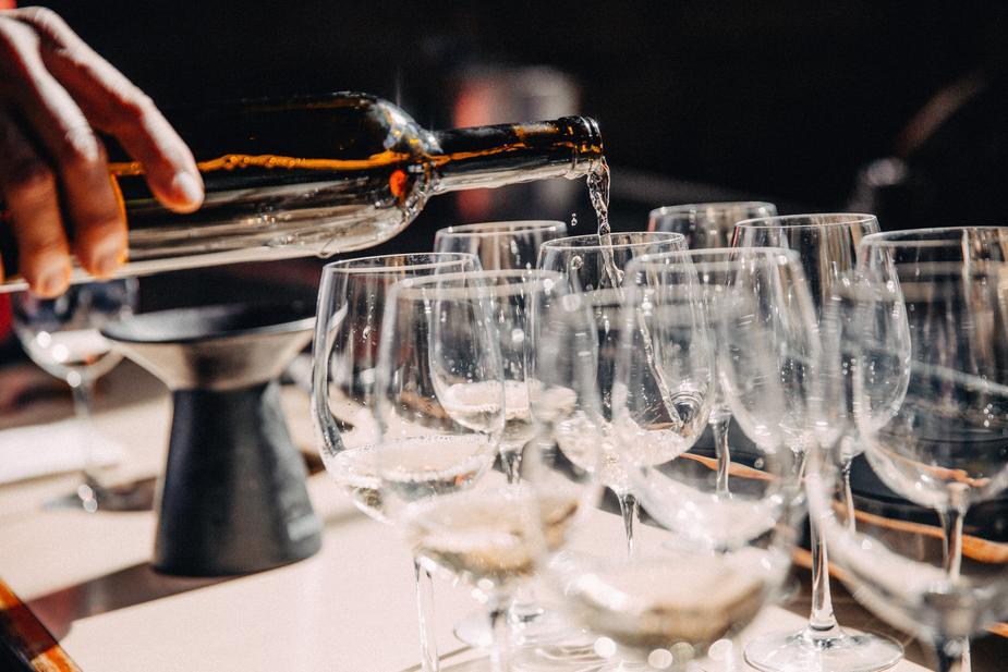 filling wine glasses