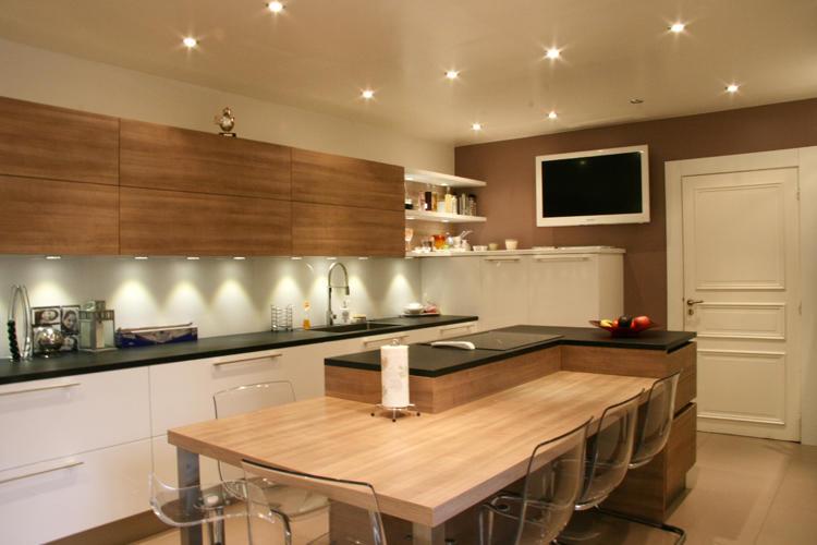 Design Singulier, architecture d'intérieur, cuisine spacieuse