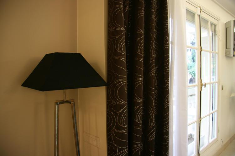 Design Singulier, Architecture d'intérieur, rideaux marrons