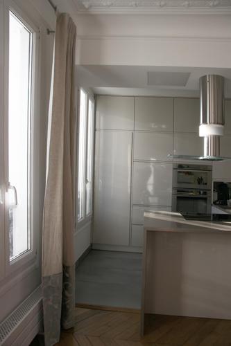 Design Singulier, architecture d'intérieur, cuisine laque et taupe