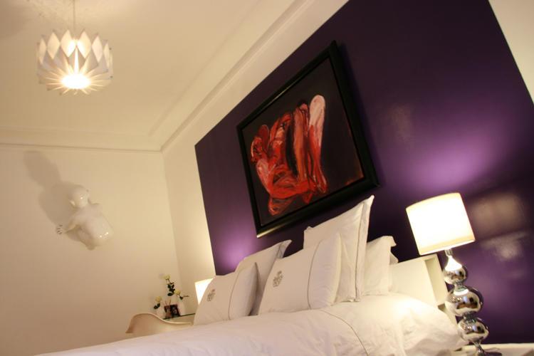 Design Singulier, architecture d'intérieur, chambre, violet