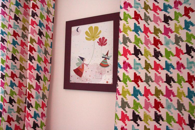 Design Singulier, architecture d'intérieur, chambre enfant, rideaux motif pied de poule