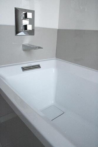 Design Singulier, architecture d'intérieur, salle de bain, robinetterie baignoire