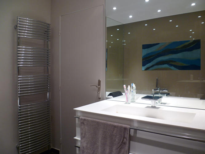 Design Singulier, architecture d'intérieur, salle de bain taupe