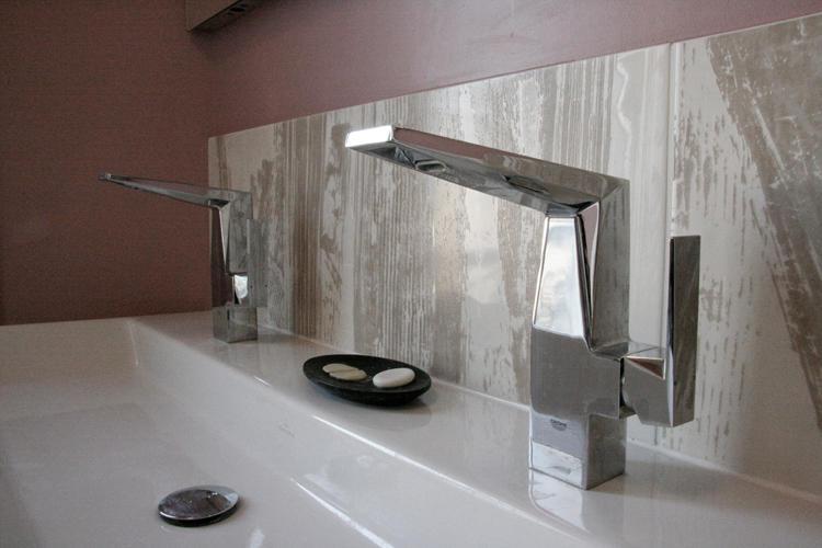 Design Singulier, architecture d'intérieur, salle de bain, robinet chrome