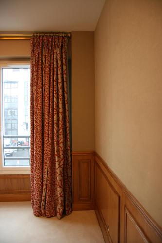 Design Singulier, Architecture d'intérieur, rideaux corail