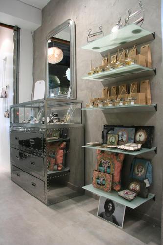 Design Singulier, Architecture d'intérieur et coordination de l'image de marque, décoration de magasin, Vade Retro