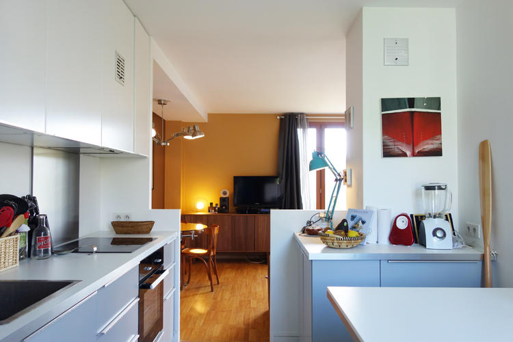 Design Singulier, architecture d'intérieur, cuisine, gris et blanc
