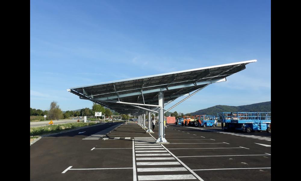 Photo d'une ombrière photovoltaïque (projet Park à Watt)