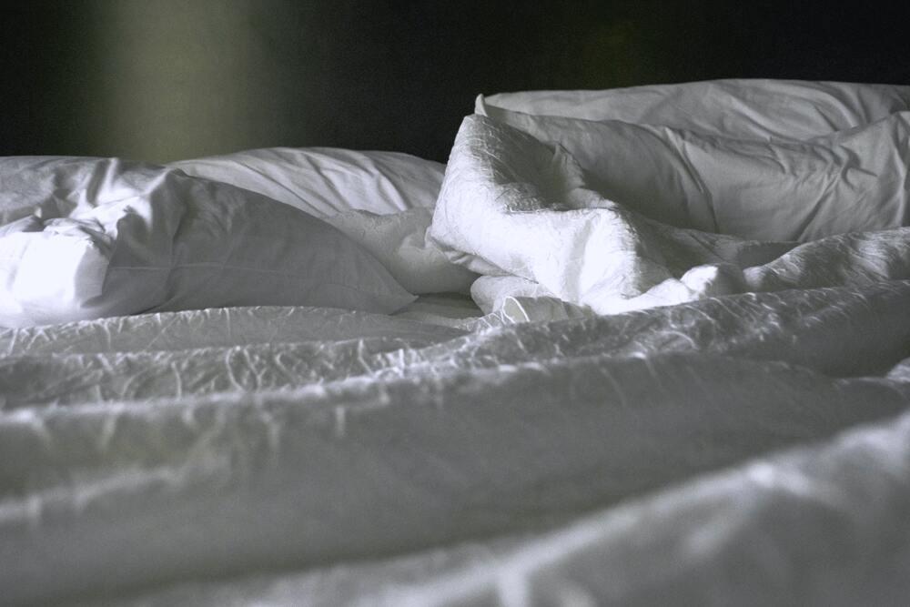 Adapter linge de lit contre fortes chaleurs - By Madi Doell on Unsplash