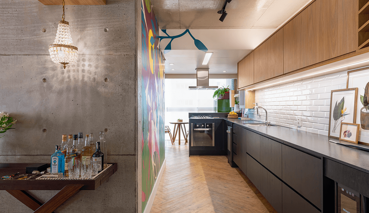 cozinha cinza e madeira