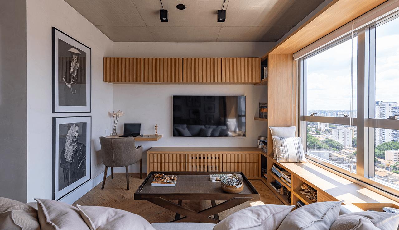 painel de TV ripado em madeira MIS Arquitetura