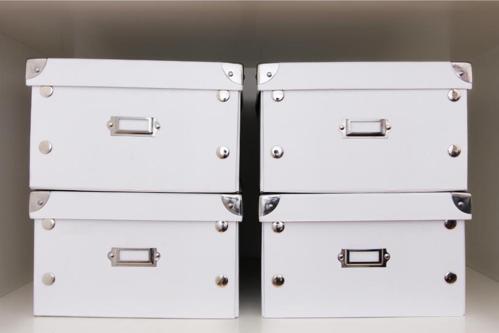 caixas de arrumação brancas