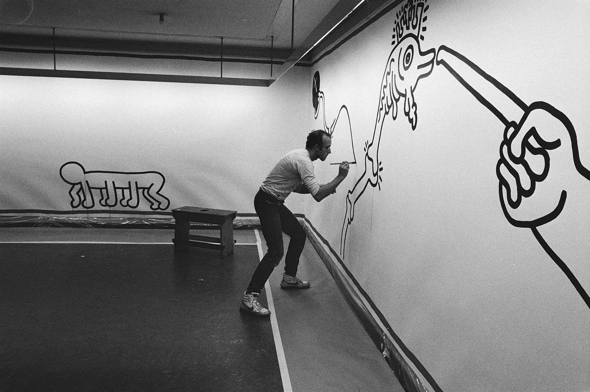 Keith Haring at work in Stedelijk Museum, Amsterdam 1986 Creative Commons