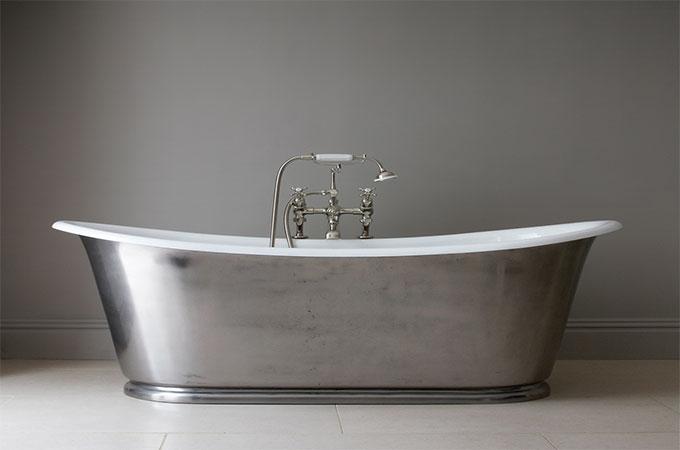 baignoire ancienne en fonte awesome samll baignoire des enfants et des femmes maill fonte de. Black Bedroom Furniture Sets. Home Design Ideas