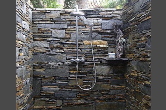 bien choisir votre douche en pierre. Black Bedroom Furniture Sets. Home Design Ideas