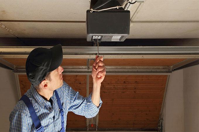 R paration porte de garage quels tarifs for Reparation porte garage