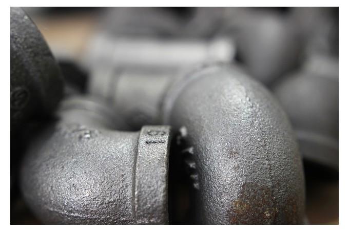 Raccords de plomberie en acier.