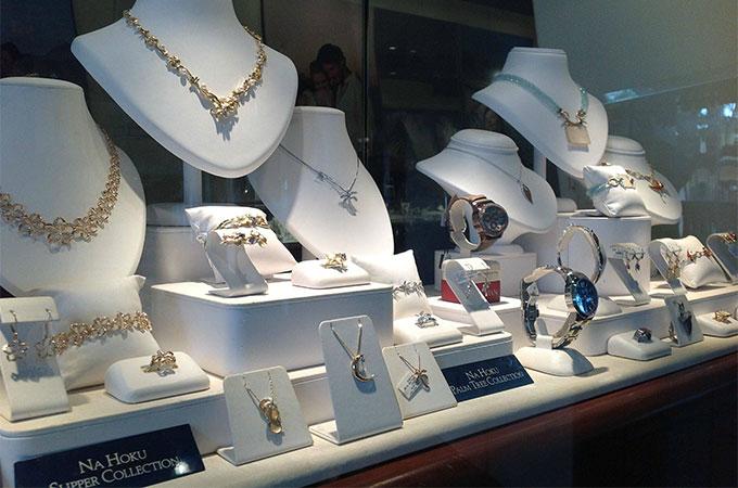 Les particularités d\u0027une vitrine de bijouterie à décorer