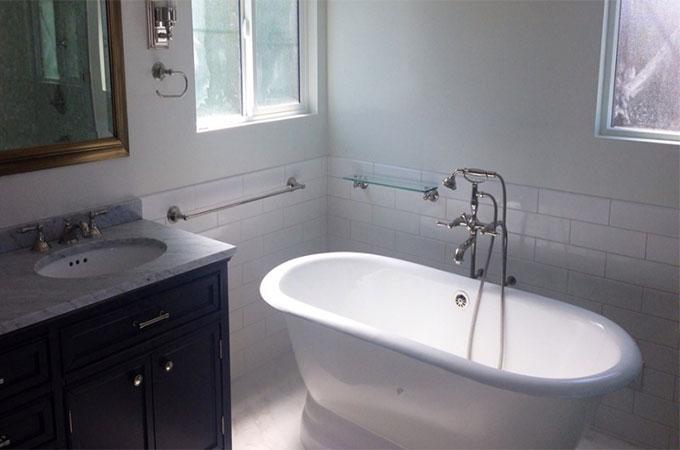 pourquoi acheter une baignoire en email. Black Bedroom Furniture Sets. Home Design Ideas