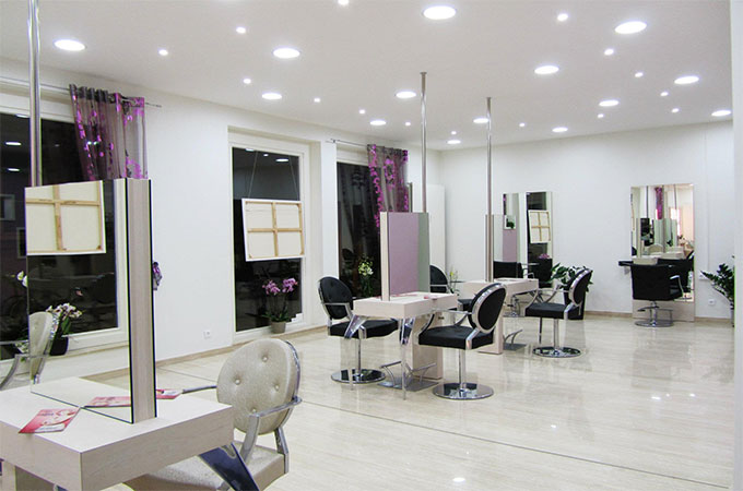 Idee deco salon de coiffure re with idee deco salon de for Lumiere pour salon