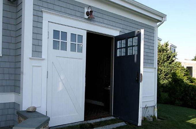 tout connaitre sur les avantages et les caract ristiques de la porte de garage battante. Black Bedroom Furniture Sets. Home Design Ideas