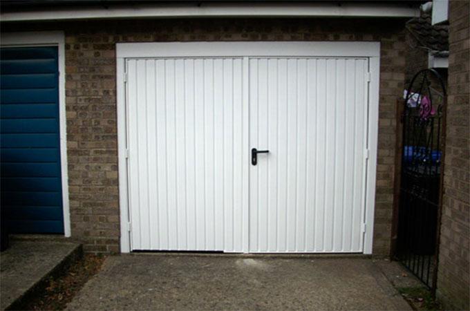 tout savoir propos des portes de garage en pvc sp cificit s avantages et inconv nients. Black Bedroom Furniture Sets. Home Design Ideas