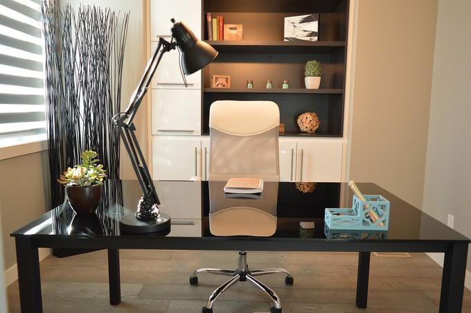 Trouver un pro pour la décoration de votre mobilier de bureau