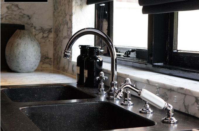 le prix d 39 un robinet m langeur 3 trous. Black Bedroom Furniture Sets. Home Design Ideas
