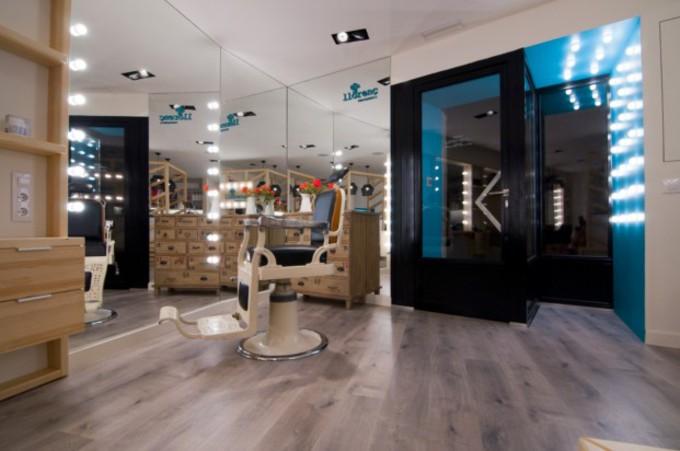 comment agencer ou d corer votre salon de coiffure avec. Black Bedroom Furniture Sets. Home Design Ideas