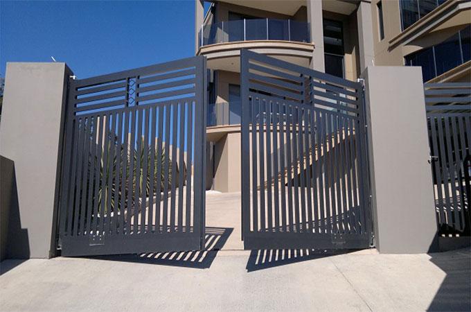 savoir quel type d ouverture choisir entre le portail coulissant et le portail battant. Black Bedroom Furniture Sets. Home Design Ideas