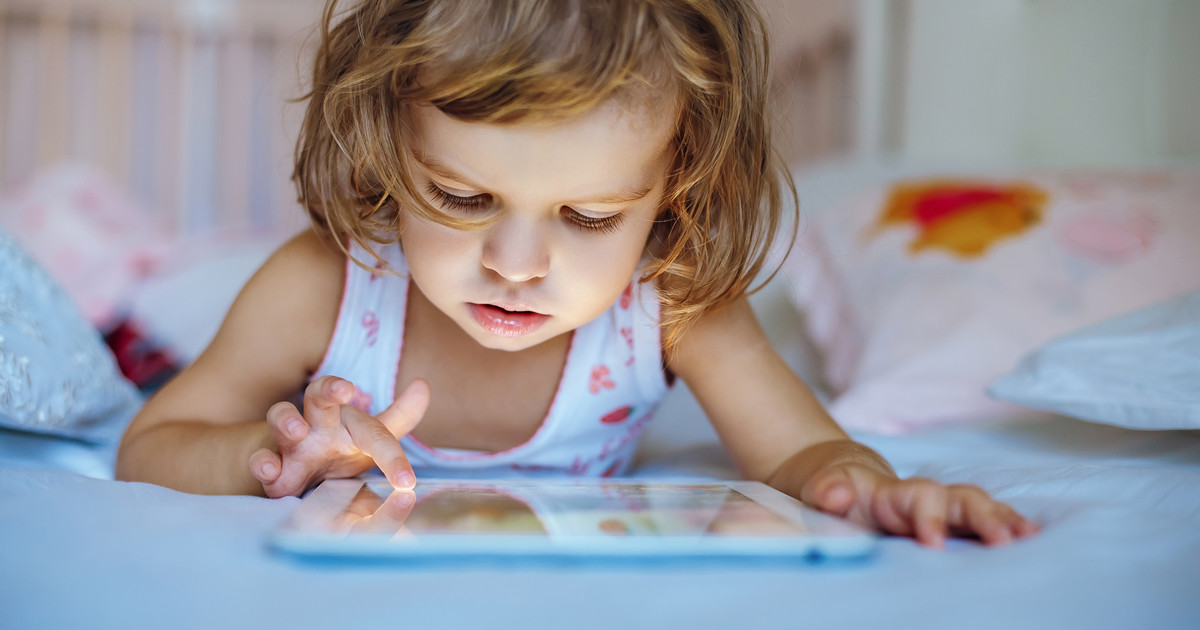 How Screen Time Affects Your Kids Sleep