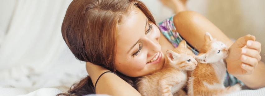 petsitter-with-kittens-maxkitty