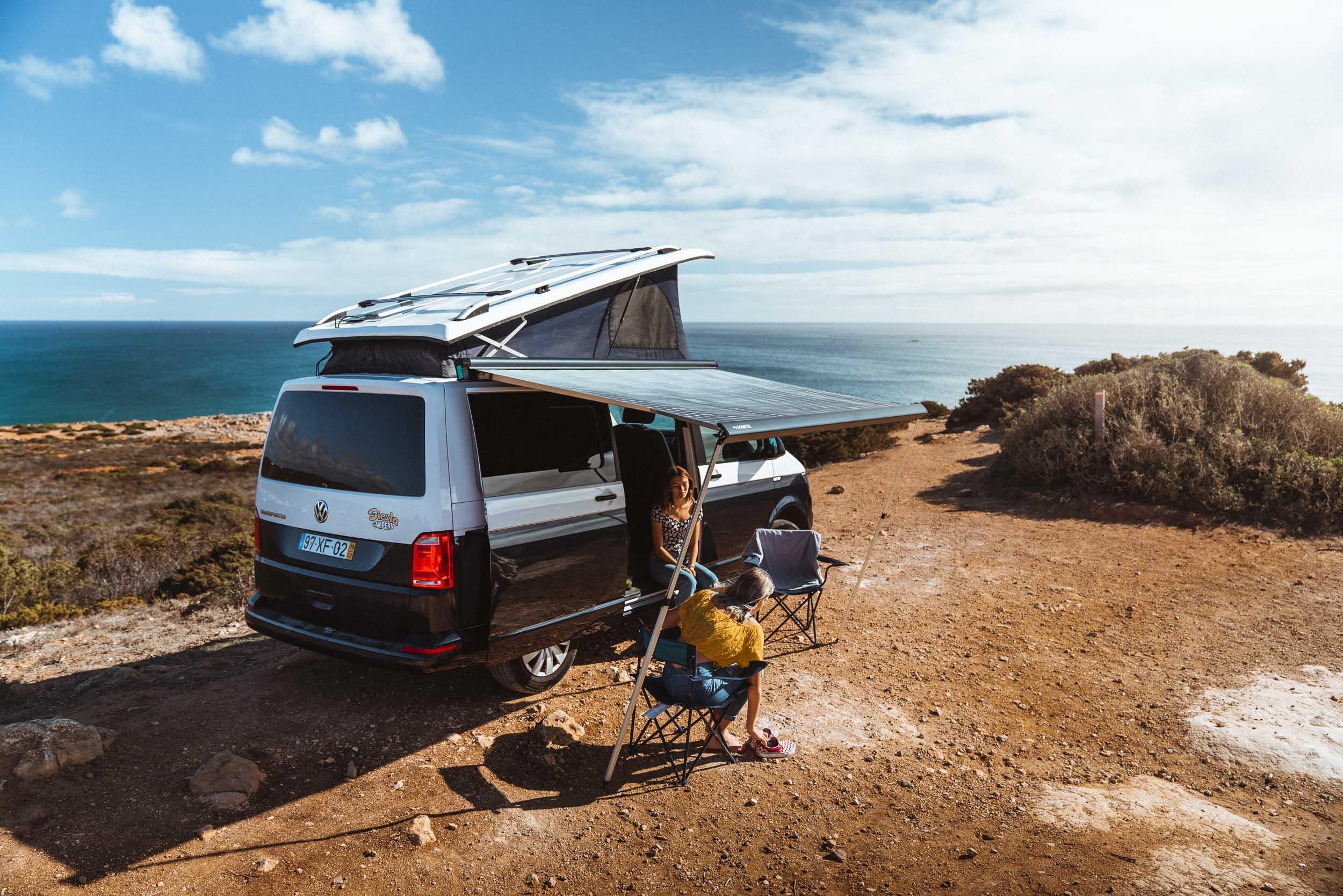 Road trip familial en van aménagé vers un meilleur des meilleurs sites de camping sauvage de Portugal.