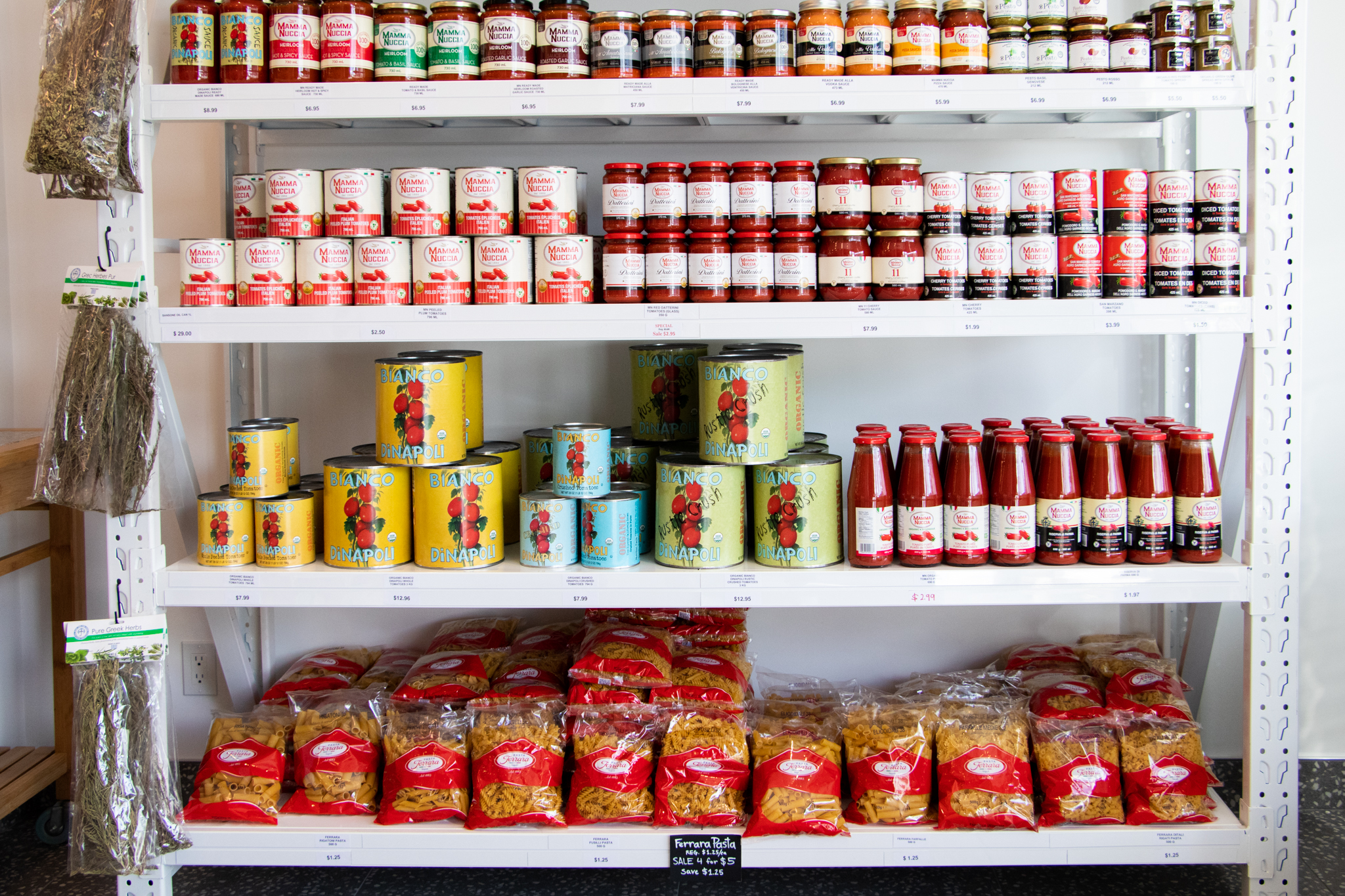 Tomato sauce and pasta on shelves in La Spesa Food Market. Image by: @paothebao