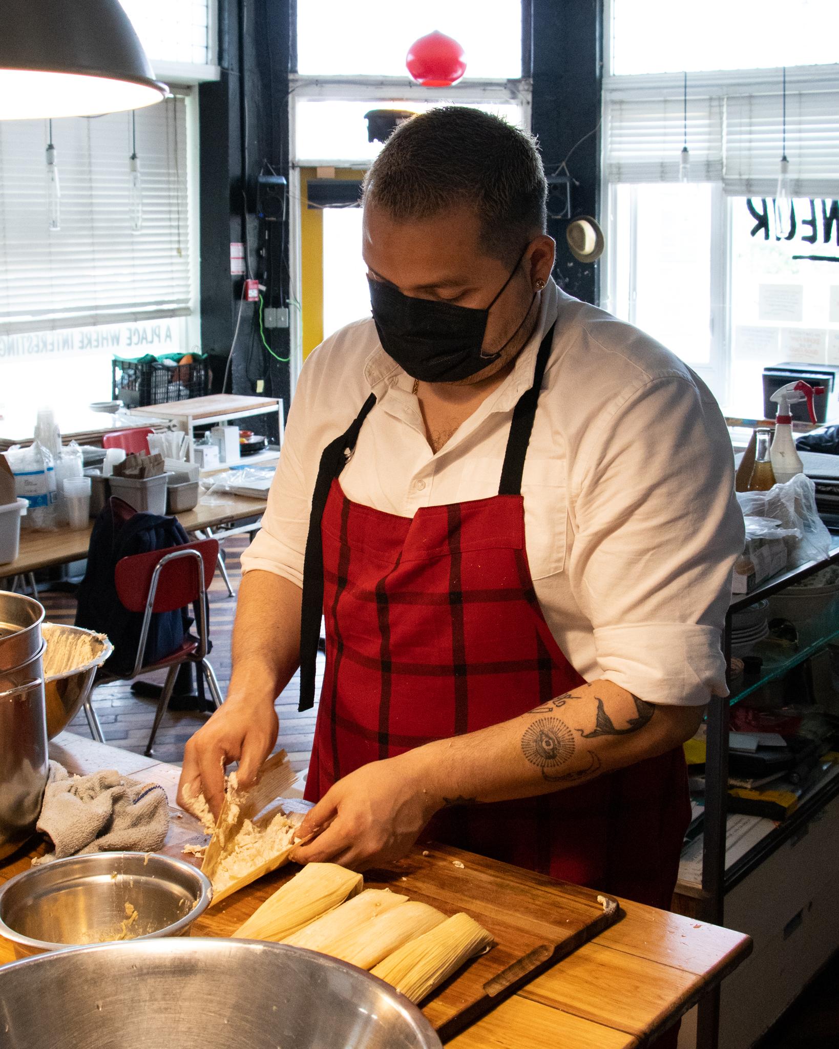 Chef Oskar Diaz making tamales