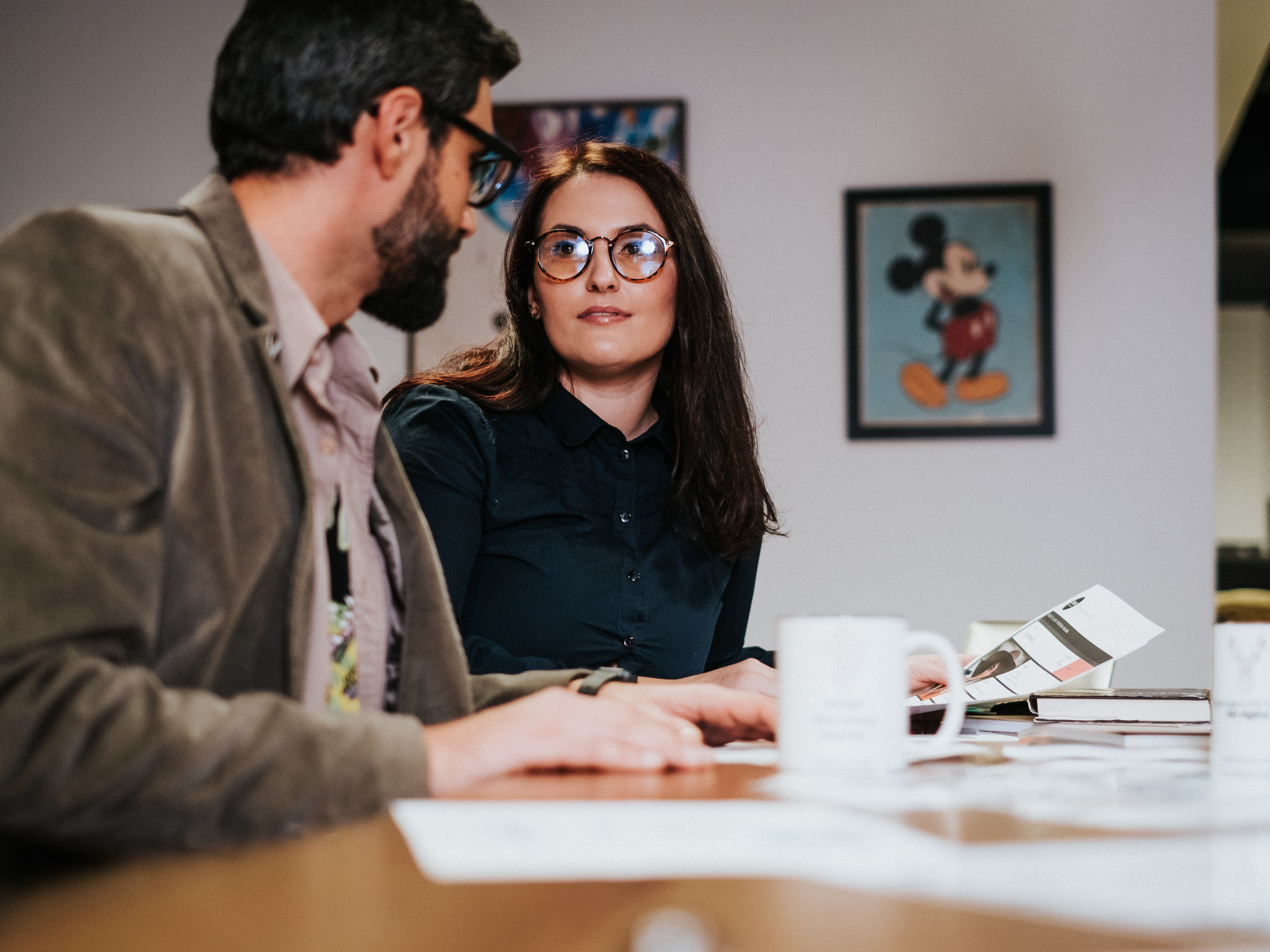 Familienunternehmen Mindestlohn Schreibtisch Mann Frau