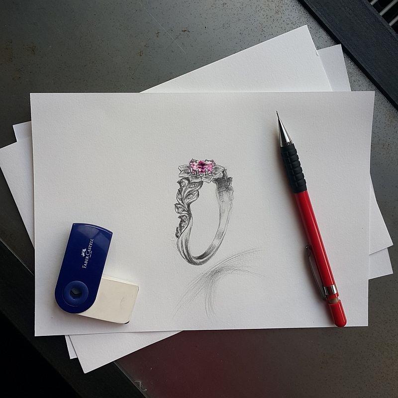 Projekt pierścionka wykonany ołówkiem.