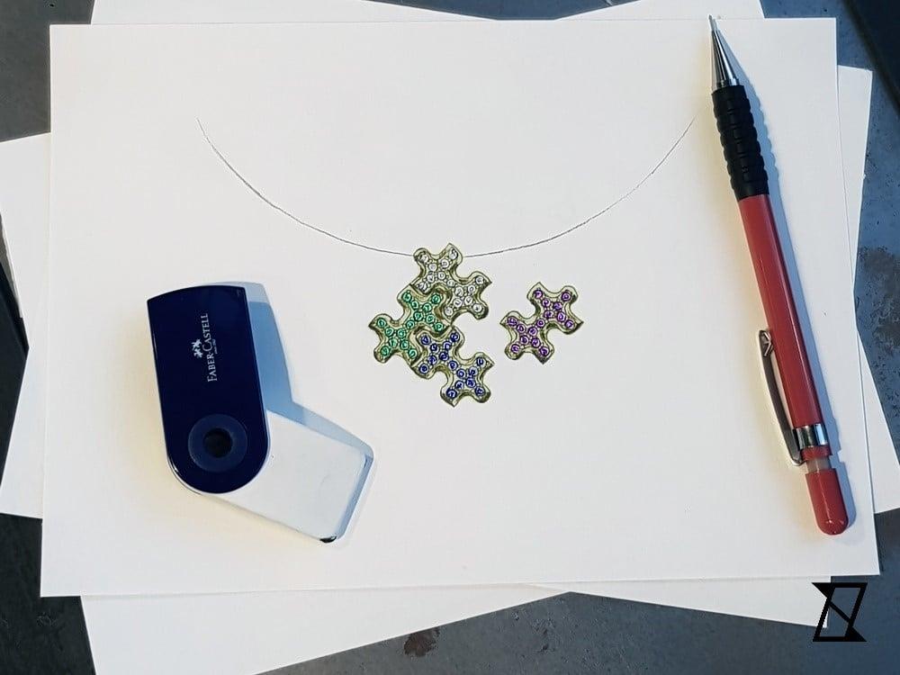 Projekt czteroczęściowego naszyjnika w formie puzzli.